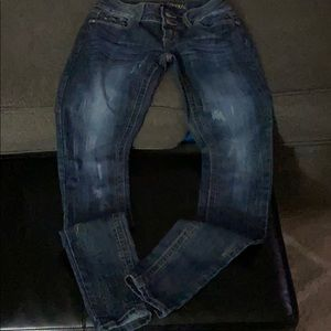 Almost Famous lightly distressed size 3 jegging
